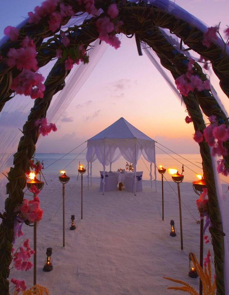 Wedding Beach Destinations: This is romantic Anantara Dhigu Resort & Spa, Maldives. Check out more beach destinations on Worthminer.com