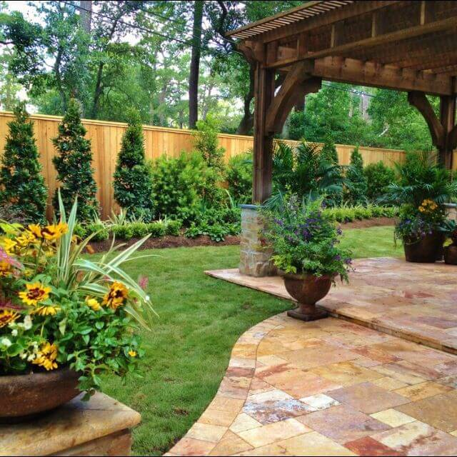 Check out this backyard landscaping idea and more great ...