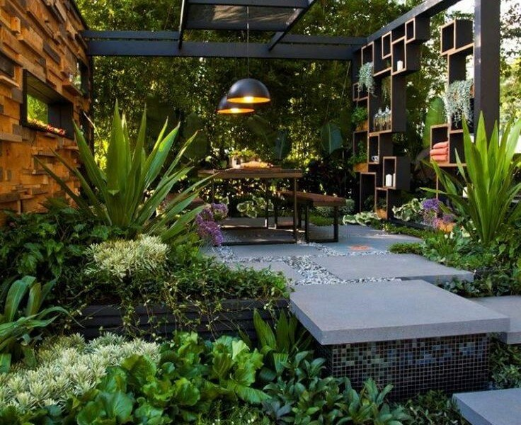 55 backyard landscaping ideas you 39 ll fall in love with for Outside ideas landscaping