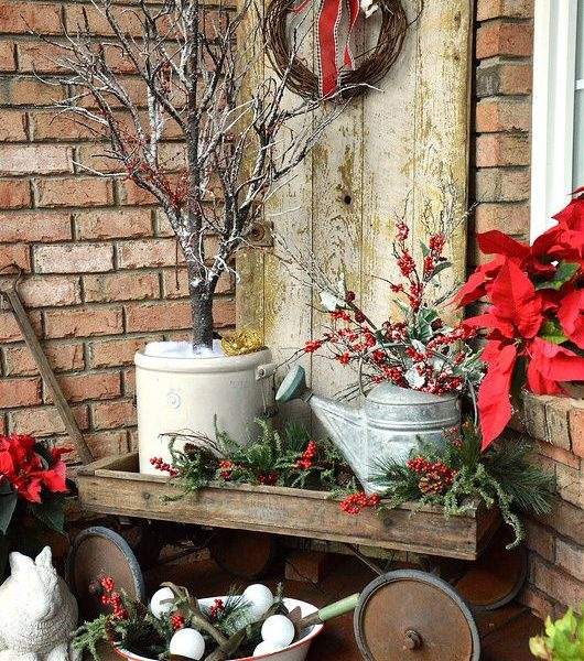 Check out these cool ideas to decorate garden or backyard for Christmas